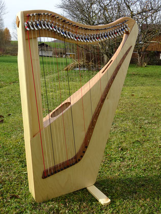 Very small and light harp 34 strings
