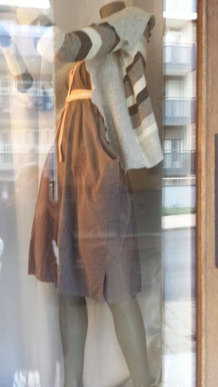 XXL-Bluse wird zum raffinierten Trägerrock und XXS-Pullover wird zum Jäckchen, Idee und Ausführung beider Stücke: Beate Gernhardt