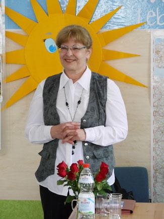 Maria Schfner liest ihre Gedichte und die Übersetzungen von Issaj Spitzer vor.