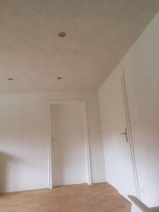 Wand mit Lehm-Edelputz in weiß
