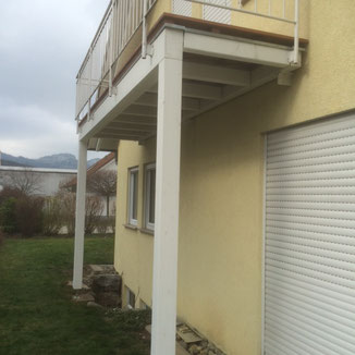 In Balingen Frommern haben wir eine neue Balkonkonstruktion gebaut, da der alte Balkon kaputt war. Das vorhanden Geländer konnten wir wieder verwenden.