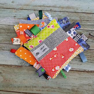 les doudous à étiquettes en patchwork de coton