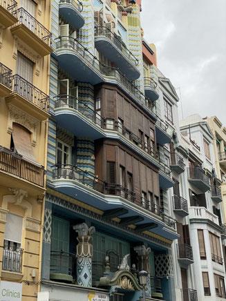 "Foto del frontal de la ""Casa Jueva"" de Joan Guardiola"