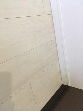 お家のキズ補修・住宅建材リペア なら箕面市のイエリペア!フローリングのキズや床のシミ補修、アルミサッシ、樹脂サッシ、アルミてすり、門扉、玄関ドア、石材、タイル、人工大理石、外壁、サイディング、コンクリート、ステンレス、木製建具などのキズ補修を安心価格でご提供【大阪・箕面・豊中・吹田・兵庫・西宮・川西・宝塚・北摂】家リペア、リペア