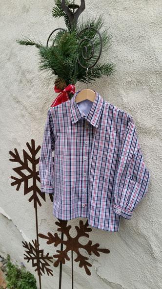 Aus Opas Hemd wird für den Enkel ein neues Hemd - ein Form von Upcycling. Welcher Enkel trägt nicht gerne etwas, was von Opa ist.