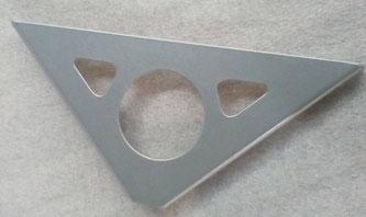 équerre design pour étagère aspect métal
