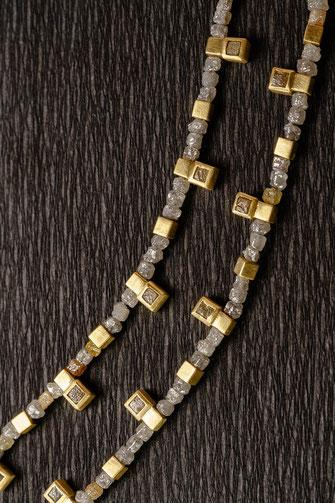 Kette von Urte Hauck.  Rohdiamanten mit 750 /- Gelbgold