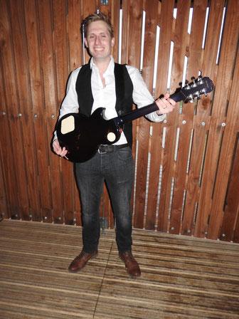 Tom de Munck - lead/rhythm gitaar