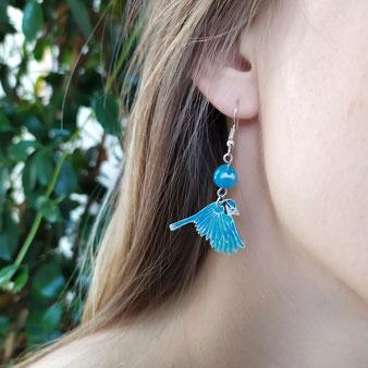 """Boucles d'oreilles """"Petite mésange"""" avec perle d'agate bleue"""