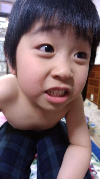 生意気な顔の子供の写真