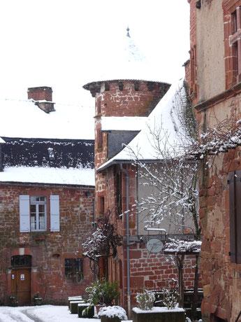 Rue de la Barrière de Collonges-la-Rouge, Maison Ramade de Friac avec une de ses 2 tours