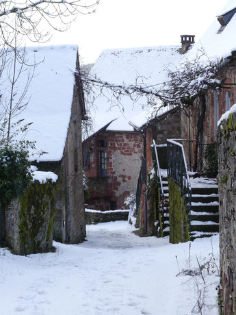 à Collonges-la-Rouge, le calme Hameau du Faure, sur le Chemin vers Compostelle, La Voie de Rocamadour en Limousin et Haut-Quercy