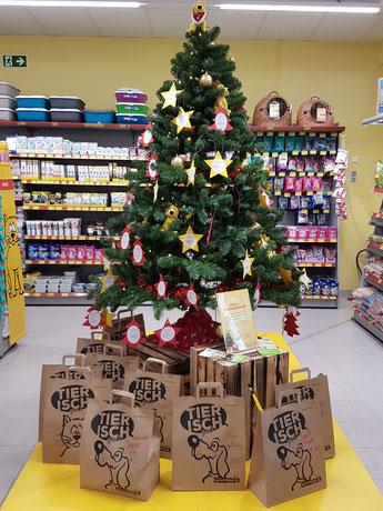 Weihnachtswunschbaum im Futterhaus, Foto: Oetken