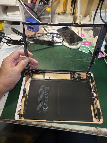 iPad6液晶パネル取り外し