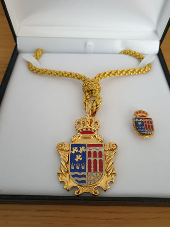 Medalla Corporación, serie Real