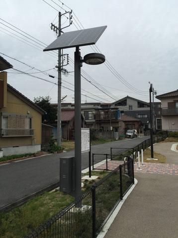 街灯はソーラーシステム搭載!どれくらい明るいのか気になる!