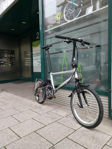 Tyrell Bikes sind die neuen Performance Falträder aus Japan: Handgefertigt, leicht und mit viel Power für die Stadt oder längere Touren. Ride it, love it!