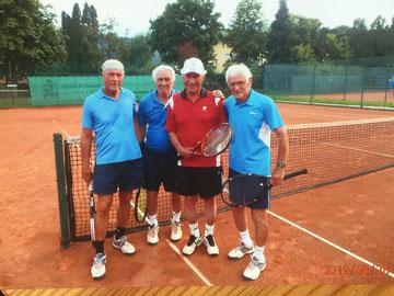 """Ein toller Bewerb außer Konkurrenz - """"Super-Senioren +80 - Doppel""""                                     mit Gunter Mosier, Gerhard Fercher, Edmung Mußnig und Karl Reiter"""