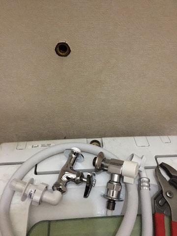 右側がもともとついてた、おしゃれ水栓 部分交換できない