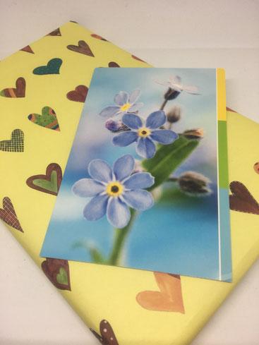 Geschenkverpackung mit Grußkarte