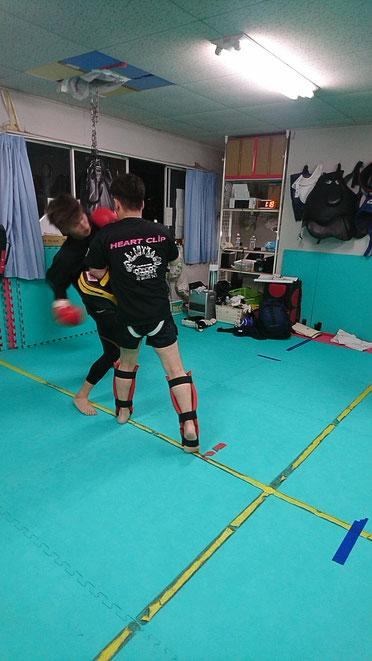 teamYAMATO大和高田本部では、本格的なキックボクシングの練習をしています。