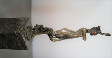 bronzen_beeld_sculptuur_van_een vrouwelijk_naakt_20e_eeuw