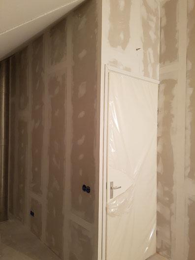 hier hebben we een nieuwe woning de zolder verdeeld in 3 ruimte,s
