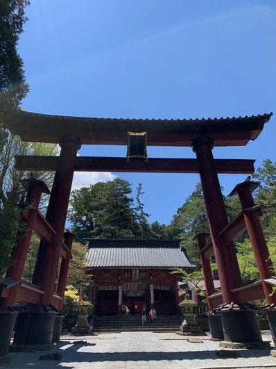 富士浅間神社 鳥居 青空