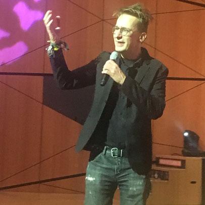 freaky finance, Immopreneur Kongress 2018, Hauptbühne, Darmstadtium, Gerald Hörhan auf der Bühne