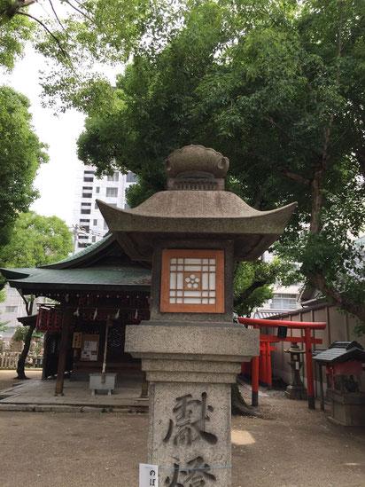 石造りの灯籠。