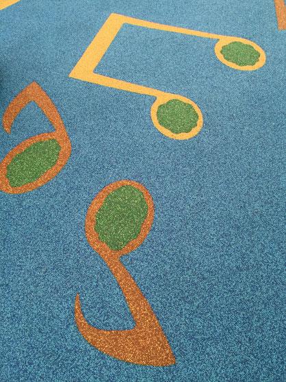 床はゴムチップで出来ていました。素敵なデザインで楽しい!!!