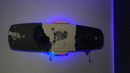 Wandhalterung Wandmontage Wakeboard horizontal vertikal Halterung wall mount LED Beleuchtung beleuchtet
