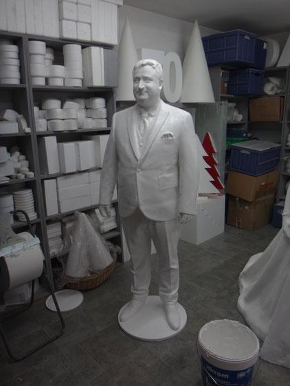 Figura tamaño natural de Novio (para decorar su propia boda) , a partir de un 3D scan y mecanizado gigante.