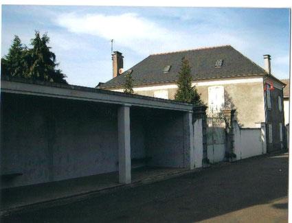 la rue avec le presbytère ,avant qu'il ne devienne mairie ( photo Céline Caillabet)