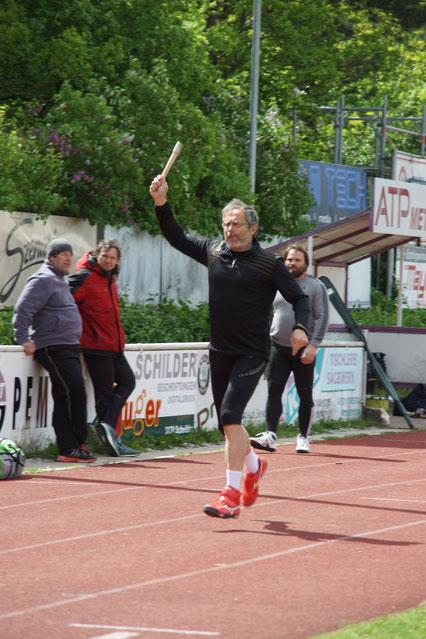 Dr. Klaus Lutter beim Zielwerfen mit der Keule (exakt 50,00 m)!
