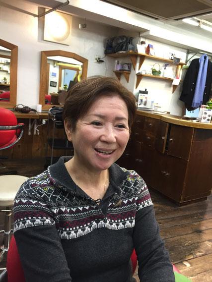 外国人風ショートヘアーで笑顔いっぱい