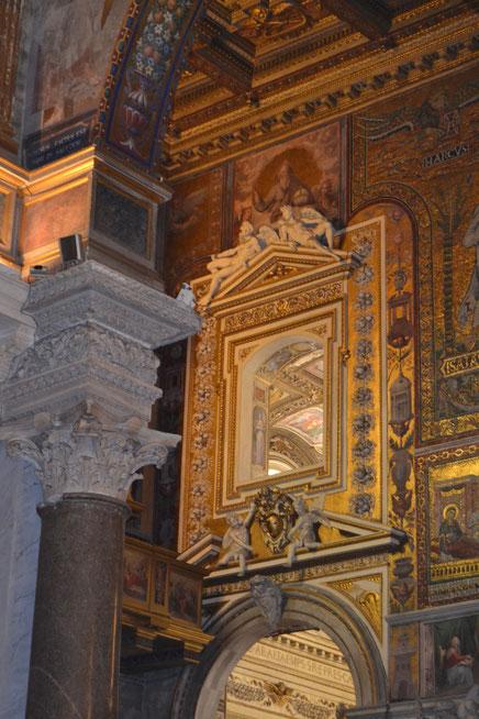 Quanto mi piace santa Maria in Trastevere...ovunque si guardi, c'è sempre qualcosa di nuovo...