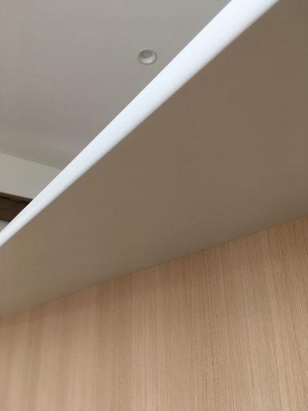 カウンターの傷補修、お家のキズ補修・住宅建材リペア なら箕面市のイエリペア!フローリングのキズや床のシミ補修、アルミサッシ、樹脂サッシ、アルミてすり、門扉、玄関ドア、石材、タイル、人工大理石、外壁、サイディング、コンクリート、ステンレス、木製建具などのキズ補修を安心価格でご提供【大阪・箕面・豊中・吹田・兵庫・西宮・川西・宝塚・北摂】家リペア、リペア