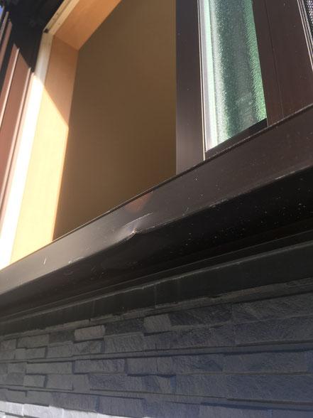 アルミサッシの割れ補修、お家のキズ補修・住宅建材リペア なら箕面市のイエリペア!フローリングのキズや床のシミ補修、アルミサッシ、樹脂サッシ、アルミてすり、門扉、玄関ドア、石材、タイル、人工大理石、外壁、サイディング、コンクリート、ステンレス、木製建具などのキズ補修を安心価格でご提供【大阪・箕面・豊中・吹田・兵庫・西宮・川西・宝塚・北摂】家リペア、リペア