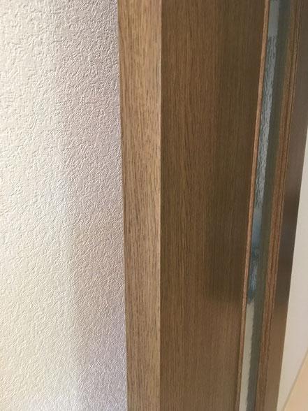 木製建具の割れ補修、お家のキズ補修・住宅建材リペア なら箕面市のイエリペア!フローリングのキズや床のシミ補修、アルミサッシ、樹脂サッシ、アルミてすり、門扉、玄関ドア、石材、タイル、人工大理石、外壁、サイディング、コンクリート、ステンレス、木製建具などのキズ補修を安心価格でご提供【大阪・箕面・豊中・吹田・兵庫・西宮・川西・宝塚・北摂】家リペア、リペア