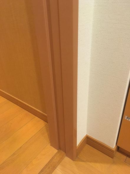 スチール枠の傷補修、お家のキズ補修・住宅建材リペア なら箕面市のイエリペア!フローリングのキズや床のシミ補修、アルミサッシ、樹脂サッシ、アルミてすり、門扉、玄関ドア、石材、タイル、人工大理石、外壁、サイディング、コンクリート、ステンレス、木製建具などのキズ補修を安心価格でご提供【大阪・箕面・豊中・吹田・兵庫・西宮・川西・宝塚・北摂】家リペア、リペア