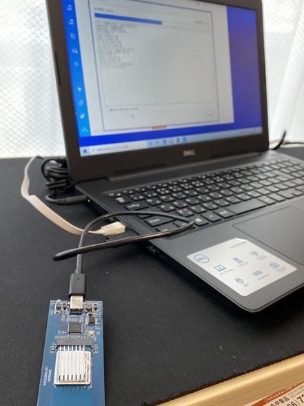 M.2 SSDは大変熱を帯びますのでヒートシンクを付けてクローン作業を行いました。まぁ気休め程度です
