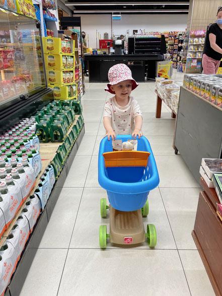 Einkaufswagen im Supermarkt für Kinder