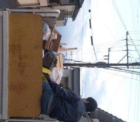 不用品回収のトラックに積み込んだ後の写真