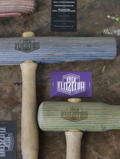 Logo Redesign: Gravierte Hammer und Werkzeuge mit Logo-Gravur bei Fred Flitzefuß Custom. By Zuni from BRAVE & BUTT DESIGN STUDIO