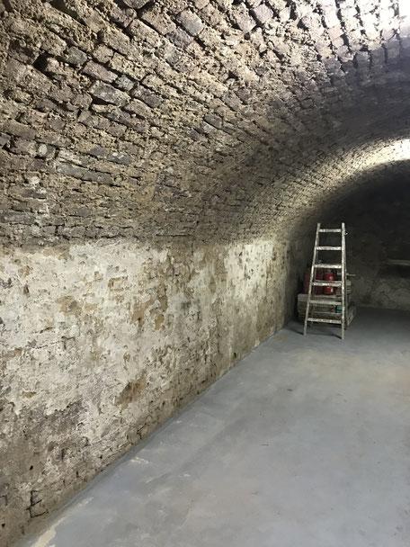 Feuchter Keller, ggf. sollte eine Horizontalsperre eingebaut werden-Keller innen abdichten