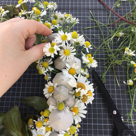 DIY Summer Wreath With PASiNGA Concrete Diamond Ornaments
