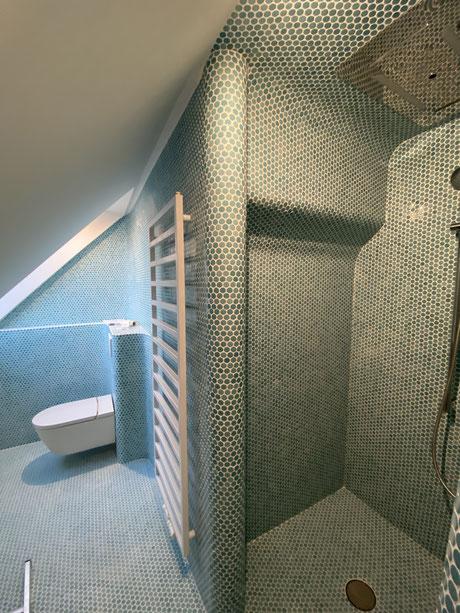 Loop Mosaik Bad mit extra abgerundeten Formen , Sanitär + Trockenbau + Fliesenleger