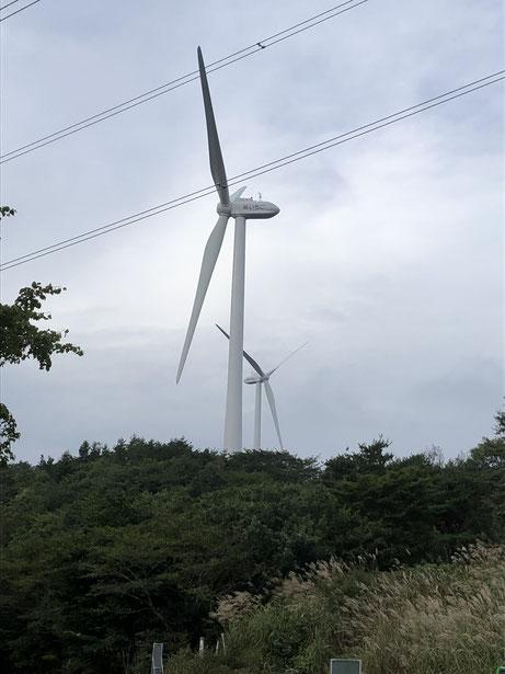 米沢市と福島市の県境の栗子峠の山頂には風力風車が作られている