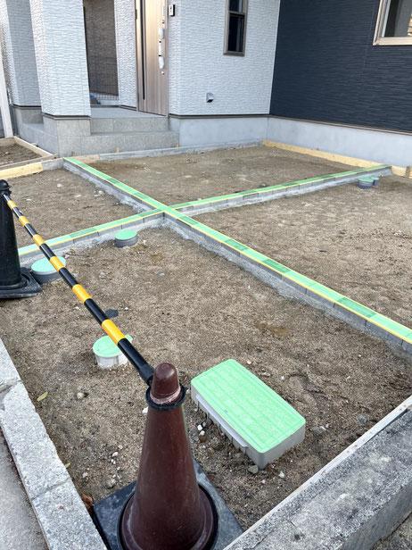 【施工中】 インターロッキングをテープ養生中。土間コンクリート施工の準備に取り掛かります!